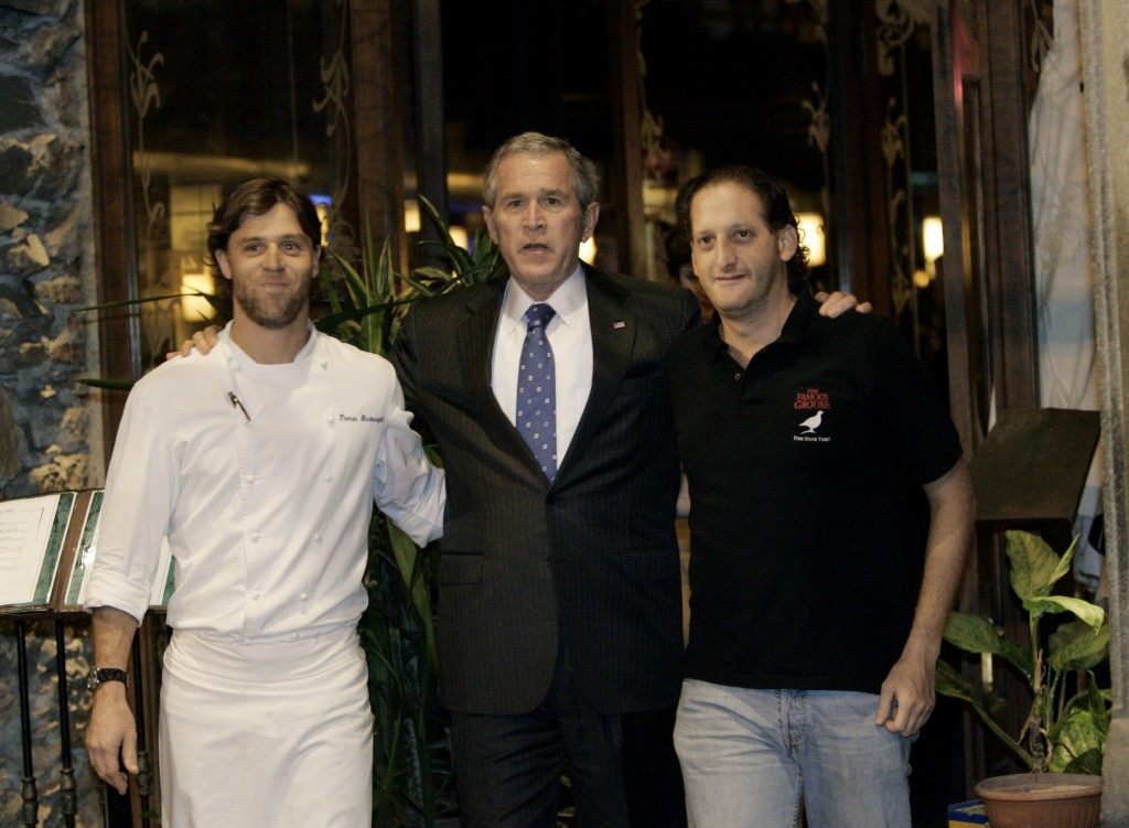 U.S. President George W. Bush, center, poses for a photo with chef, Taomas Vartesaghi,, left, and owner Marcelo Angres, right, after having dinner at La Corte Restaurant Saturday, March 10, 2007 in Montevideo, Uruguay. (AP Photo/Pablo Martinez Monsivais)    ** EFE OUT **