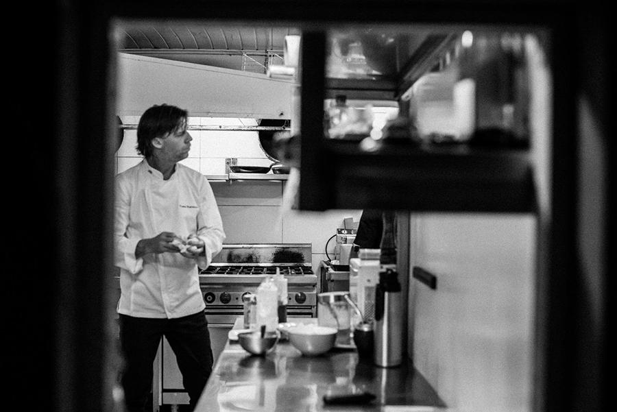 tomas-bartesaghi-en-la-cocina